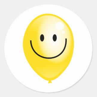 Globo amarillo de Smilie Pegatina Redonda