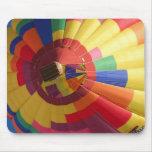Globo colorido del aire caliente alfombrillas de ratón