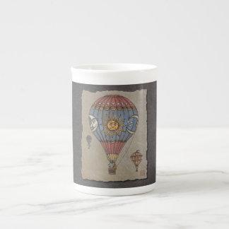 Globo colorido del aire caliente taza de té