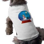 Globo de la nieve con el canto del muñeco de nieve camiseta de perrito
