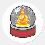 Globo de la nieve de Buda Pegatina Redonda