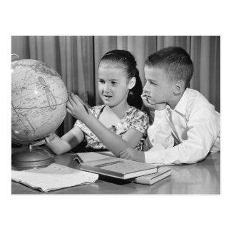 Globo de la visión del muchacho y del chica postales
