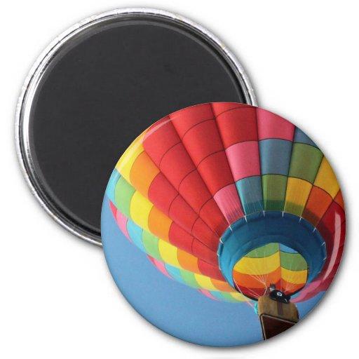 Globo del aire caliente del arco iris con la cesta imán de nevera