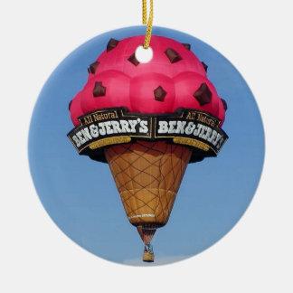 Globo del aire caliente del cono de helado adorno navideño redondo de cerámica