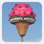 Globo del aire caliente del cono de helado pegatinas cuadradases personalizadas