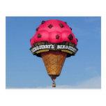 Globo del aire caliente del cono de helado tarjetas postales