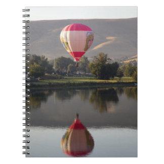 Globo del aire caliente sobre el río de Yakima Note Book