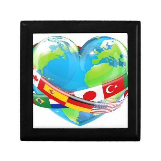 Globo del corazón con las banderas cajas de recuerdo