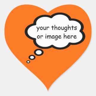 globo del dibujo animado del pensamiento del pegatina en forma de corazón