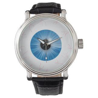 Globo del ojo azul inyectado en sangre reloj de mano
