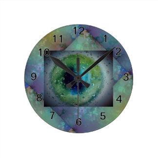Globo del ojo congelado con el falso fondo de la reloj redondo mediano