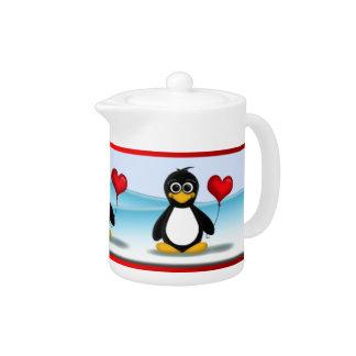 Globo rojo del corazón del pingüino lindo - tetera