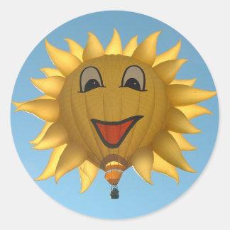 Globo soleado pegatina redonda