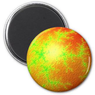 Globo verde anaranjado del fractal imán redondo 5 cm