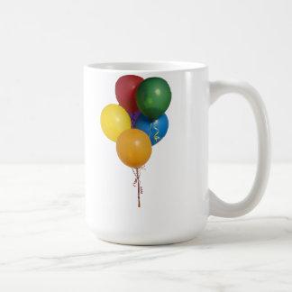 Globos coloreados multi del fiesta taza básica blanca