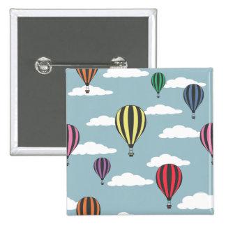 Globos coloridos del aire caliente pin cuadrado