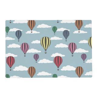 Globos coloridos del aire caliente tapete individual