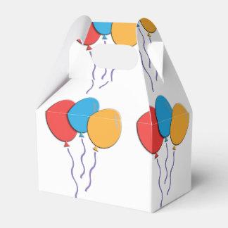 Globos coloridos festivos del cumpleaños caja para regalos
