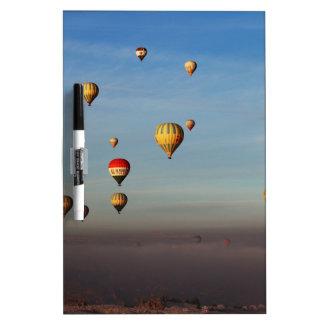 Globos del aire caliente, Cappadocia Pizarra Blanca