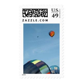 Globos del aire caliente, con el paracaídas sellos