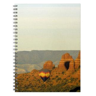 Globos del aire caliente en Sedona, Arizona, los E Notebook