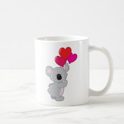 Globos del corazón de la koala taza básica blanca