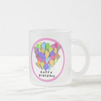 Globos del feliz cumpleaños para el chica fronter taza de café