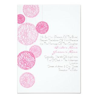 Globos rosados de la guita que casan la invitación