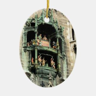glockenspiel del rathaus de los neues de Munich Adorno Navideño Ovalado De Cerámica