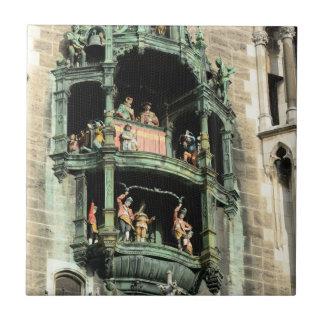 glockenspiel del rathaus de los neues de Munich Azulejo Cuadrado Pequeño