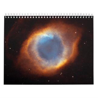 Gloria iridiscente de la nebulosa próxima de la calendarios