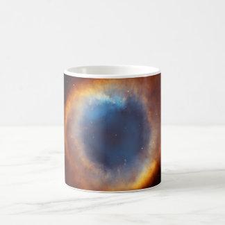 Gloria iridiscente de la nebulosa próxima de la taza clásica