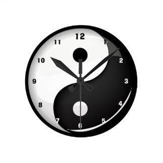 Glossy Round Yin Yang Symbol Round Clock