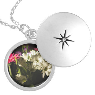 Glowing flowers silver plated necklace