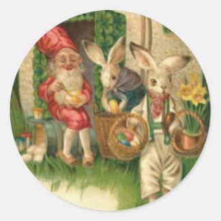 Gnomo coloreado pintado de la flor del huevo del pegatina redonda
