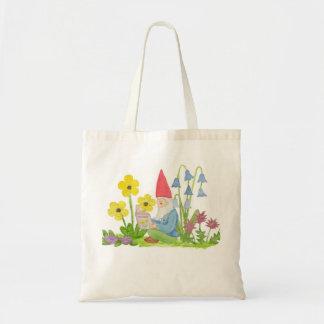 Gnomo con la bolsa de libros de la flor