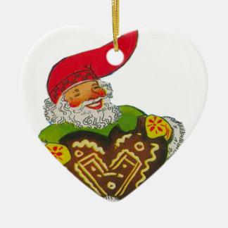 Gnomo con un corazón adorno navideño de cerámica en forma de corazón