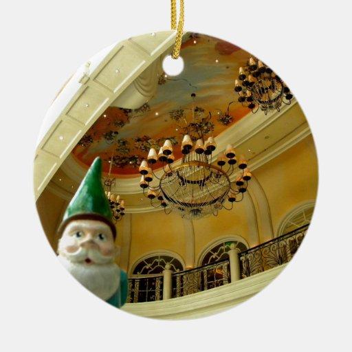 Gnomo de la lámpara adorno navideño redondo de cerámica