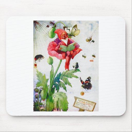 Gnomo en una flor de la amapola alfombrilla de ratones