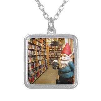 Gnomo I de la biblioteca Collar Plateado
