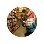 Gnomo I de la biblioteca Reloj De Pared