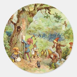 Gnomos, duendes y hadas en el bosque mágico pegatinas redondas