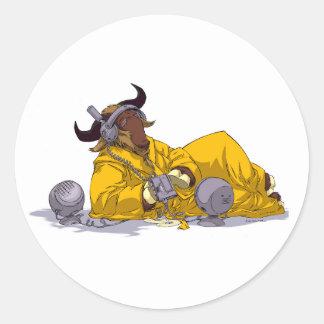 GNU que escucha el pegatina del software libre de