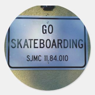 GO SKATEBOARDING CLASSIC ROUND STICKER