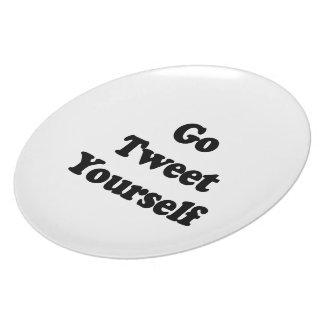 Go Tweet Yourself .png Dinner Plate