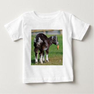 Goat eating carrot baby T-Shirt