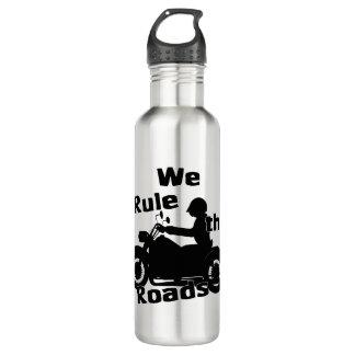 Gobernamos la botella de agua del motorista de los