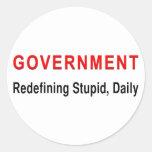 Gobierno estúpido etiqueta redonda