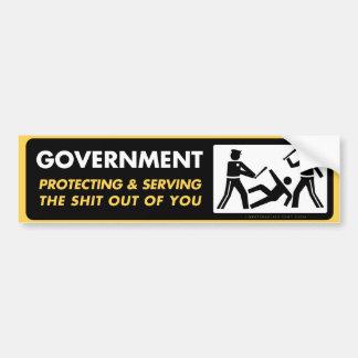 Gobierno que protege y que sirve etiqueta de parachoque