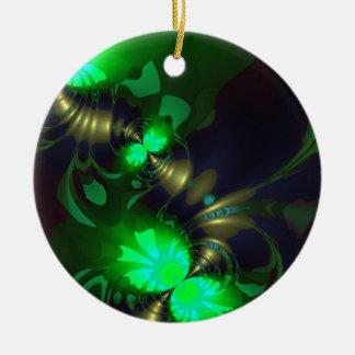 Goblin irlandés - cintas de la esmeralda y del oro adorno redondo de cerámica
